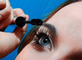 How to remove waterproof mascara