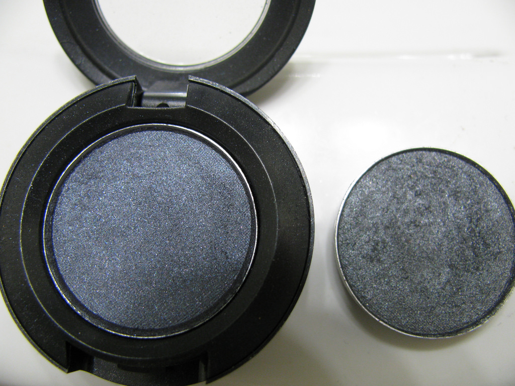 MAC Knight Divine Eye Shadow
