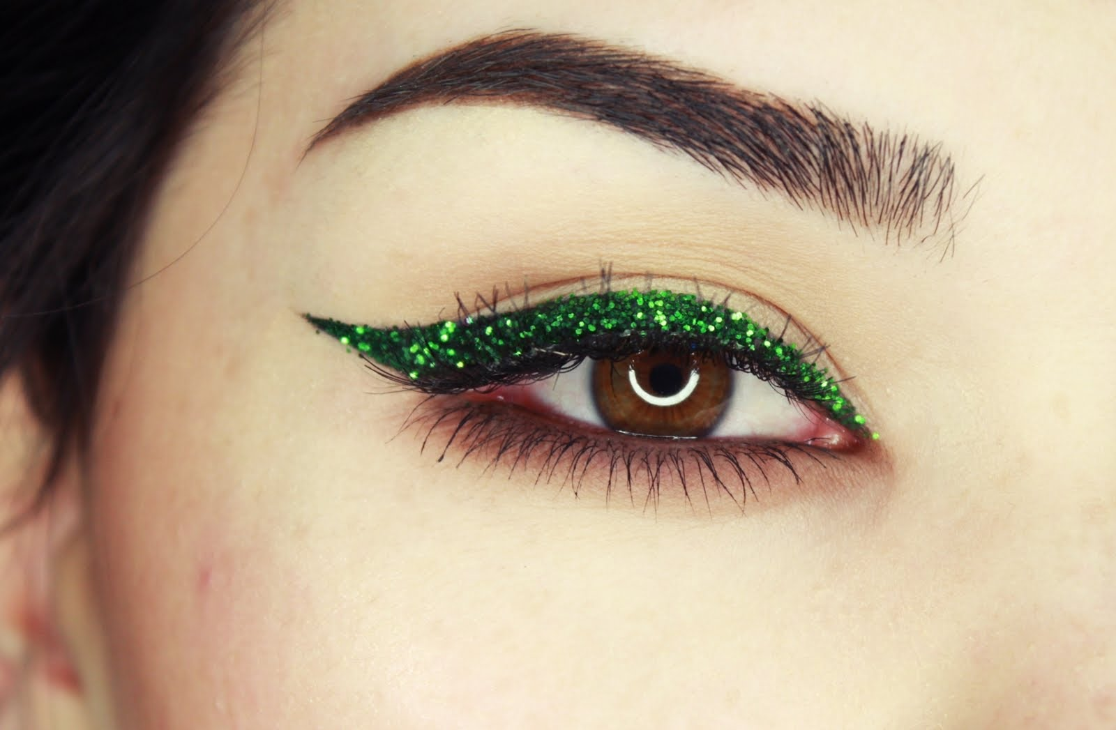 metallic eyeliner 1 - 10 Eyeliner Styles for Beginners - Step By Step Tutorial with Images