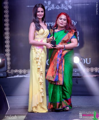 Anjana Mishra Best Alrounder in makeup and Hair 345x420 - Glam Pro Beauty & Wellness Awards 2018 - Celebrity Presenter Actress Kriti Kharbanda and TV Superstar Manish Goel