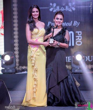 Anu Kapila Best Makeup artist South Delhi 354x420 - Glam Pro Beauty & Wellness Awards 2018 - Celebrity Presenter Actress Kriti Kharbanda and TV Superstar Manish Goel