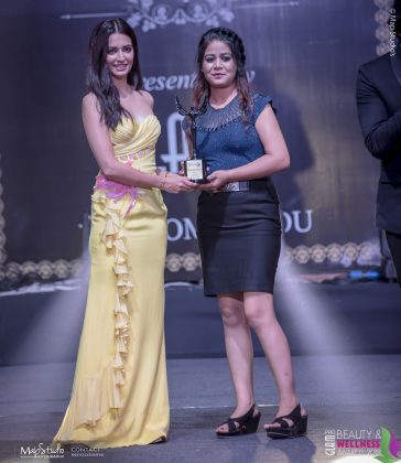 Charanjeet Kaur Most Promising Makeup artist 364x420 - Glam Pro Beauty & Wellness Awards 2018 - Celebrity Presenter Actress Kriti Kharbanda and TV Superstar Manish Goel