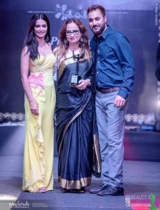 JD Best Hair Makeup salon 319x420 - Glam Pro Beauty & Wellness Awards 2018 - Celebrity Presenter Actress Kriti Kharbanda and TV Superstar Manish Goel