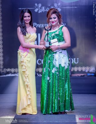 Neetu Rai Best Makeup artist International 326x420 - Glam Pro Beauty & Wellness Awards 2018 - Celebrity Presenter Actress Kriti Kharbanda and TV Superstar Manish Goel