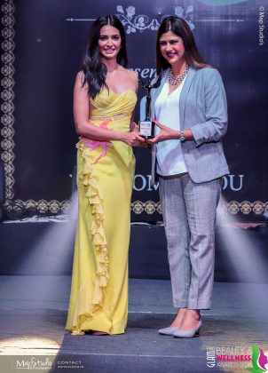 Sangeeta Jaaiinn Best Celebrity makeup artist 302x420 - Glam Pro Beauty & Wellness Awards 2018 - Celebrity Presenter Actress Kriti Kharbanda and TV Superstar Manish Goel
