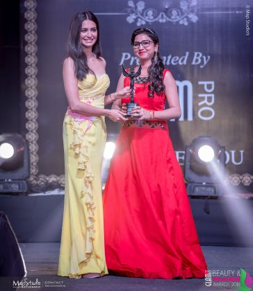 Sapna Garg Most demanding makeup artist 364x420 - Glam Pro Beauty & Wellness Awards 2018 - Celebrity Presenter Actress Kriti Kharbanda and TV Superstar Manish Goel