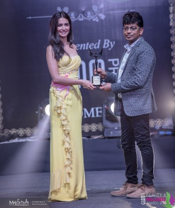 Vinay Garg Most Experienced makeup Hair academy 353x420 - Glam Pro Beauty & Wellness Awards 2018 - Celebrity Presenter Actress Kriti Kharbanda and TV Superstar Manish Goel